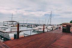 Troia,葡萄牙- Troia小游艇船坞和它的周围的看法 库存图片