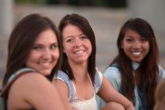 Trois étudiants assez de l'adolescence Photo stock