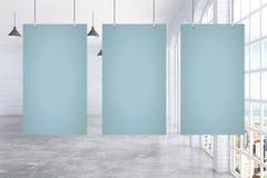 Trois affiches en blanc dans la chambre illustration libre de droits