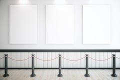 Trois affiches en blanc dans le musée Photos stock