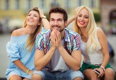 Trois amis ayant l'amusement Photo libre de droits