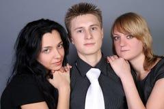 Trois amis ayant l'amusement ensemble Image libre de droits