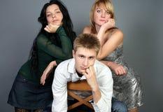 Trois amis ayant l'amusement ensemble Photographie stock