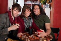 Trois amis dans un café Photographie stock