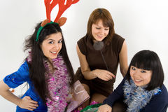 Trois amis heureux célébrant l'an neuf Photos libres de droits