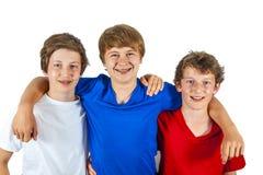 Trois amis heureux collent ensemble Photographie stock libre de droits