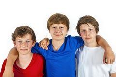 Trois amis joyeux heureux apprécient la durée Images stock