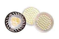 Trois ampoules économiseuses d'énergie de LED d'isolement sur le blanc image stock