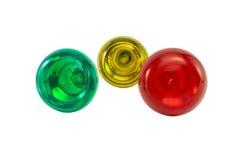 Trois ampoules électriques multicolores sur le blanc photo libre de droits