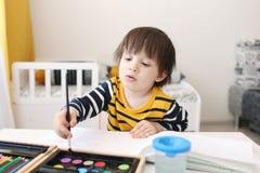 Trois-années de peintures de garçon Photographie stock libre de droits