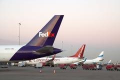 Trois avions de charge de Boeing dans une rangée Photographie stock libre de droits