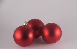 Trois babioles rouges de Noël Photos stock