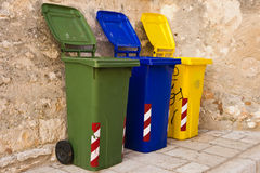 Trois bacs de recyclage colorés Photos libres de droits
