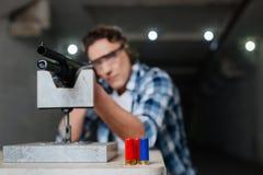 Trois balles de fusil se tenant sur la table Photographie stock