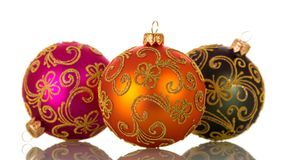 Trois ballons multicolores, sur le blanc photo stock