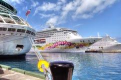 Trois bateaux de croisière accouplés à Nassau en Bahamas Image libre de droits