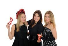 Trois beaux amis de femme célébrant sur la réception Photo libre de droits