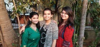 Trois beaux sourires photographie stock
