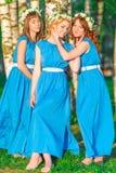 Trois belles filles en stationnement Photo libre de droits