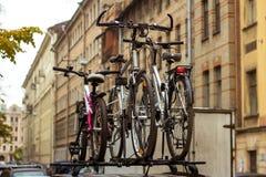 Trois bicyclettes, voyage de famille Image libre de droits