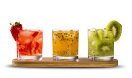 Trois boissons faites avec la passiflore comestible de passiflore, la fraise et le kiwi Caipir Photos libres de droits