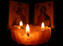 Trois bougies brûlantes images stock