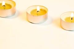 Trois bougies brûlantes photographie stock libre de droits
