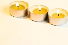 Trois bougies brûlantes image libre de droits