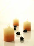 Trois bougies de station thermale sur le fond blanc Photos stock