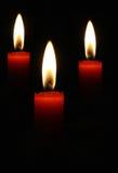 Trois bougies rouges de flambage photographie stock libre de droits