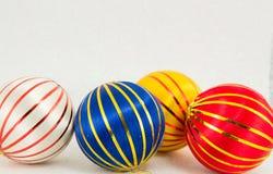 Trois boules de Noël sur le blanc Photographie stock