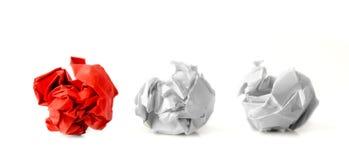 Trois boules de papier dans une rangée photographie stock libre de droits