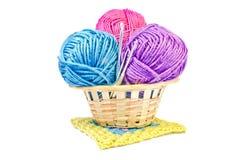 Trois boules multicolores de fil et de crochet trois Image stock