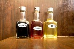 Trois bouteilles d'huile de sésame et de sauce à choyu Image stock