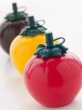 Trois bouteilles de sauce formées par tomate Image stock