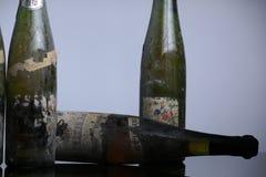 Trois bouteilles de vin de Murfatlar très vieilles Image stock