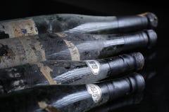 Trois bouteilles de vin de Murfatlar très vieilles Photographie stock