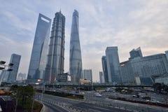 Trois bâtiments les plus grands à Changhaï Image stock