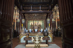 Trois Buddhas en bronze Hue, Vietnam images stock