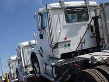 Trois camions blancs Photos libres de droits
