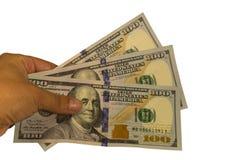 Trois cents dollars dans une main d'isolement sur le fond blanc images libres de droits