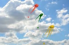 Trois cerfs-volants d'envahisseur de l'espace Images stock