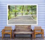 Trois chaises avec la photo d'emplacement de tache floue dans le cadre Photo stock