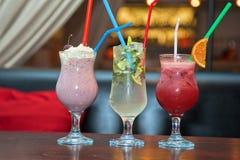 Trois cocktails sans alcool sains Photographie stock libre de droits