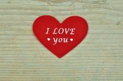 Trois coeurs différents sur un fond en bois Images libres de droits