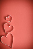 Trois coeurs du livre blanc sur un fond rouge Photos libres de droits