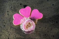 Trois coeurs roses avec la broche faite main images libres de droits