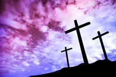 Trois croix sur une côte Photos libres de droits