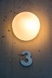 Trois décoration de lumière en métal de mur de carte de numéro de l'étage de 3 appartements Images libres de droits