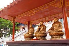 Trois dorent des statues de Bouddha Photographie stock